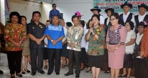 Menkes RI saat mengunjungi komunitas Lansia di Minut.