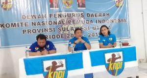 Bung Jackson Kumaat saat memimpin Rapat Pleno KNPI Sulut, Selasa (19/11/2019) malam.