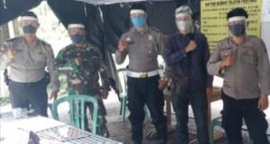 Ketua PPP Brimob bersama beberapa petugas di suatu Posko Covid-19