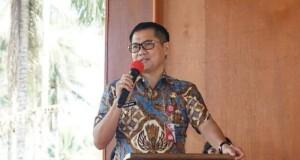 Bupati Minahasa Utara Joune Ganda, SE saat memberikan sambutan dalam acara tatap muka bersama jajaran dinas pendidikan dan kepala-kepala sekolah jenjang SD-SMP Negeri se-Minut.