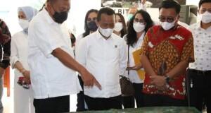 Didampingi Walikota Bitung Ir Maurits Mantiri, Gubernur Olly Dondokambey SE memaparkan kondisi KEK Bitung kepada Menteri Investasi, Sabtu (12/06/2021).