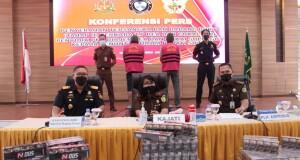 Konferensi Pers Penyerahan Tersangka dan Barang Bukti  dari Penyidik pada Direktorat Jenderal Bea dan Cukai  Kementerian Keuangan Republik Indonesia  Kantor Wilayah Sulawesi Bagian Utara ke Penuntut Umum Kejaksaan Tinggi Sulut, Senin (28/06/2021).
