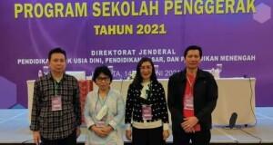 Kepala Dinas Olfy Kalengkongan, S.Pd M.MPd foto bersama bersama sejumlah Kepala Disdik dari Sulut.