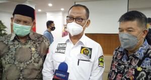 Ketua BAP DPD RI Bambang Sutrisno didampingi Asisten III Gemmy Kawatu SE MSi saat memberikan keterangan kepada wartawan, Jumat (24/09/2021).