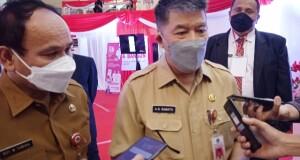 Asisten III, Gemmy Kawatu didampingi Kepala BPSDM Provinsi Sulut Royke Tumiwa saat memberikan keterangan, Senin (27/09/2021)