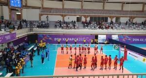 Pertandingan perdana tim voli putra Sulut saat bertanding melawan tim tuan rumah Papua.