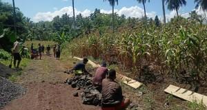 Pembuatan jalan perkebunan Desa Kawangkoan di Jaga 2.